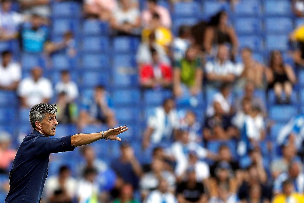 Imanol Alguacil, aginduak ematen, Realak sasoi honetan Espanyolen zelaian jokatutako partidan. ©ALBERTO ESTEVEZ / EFE