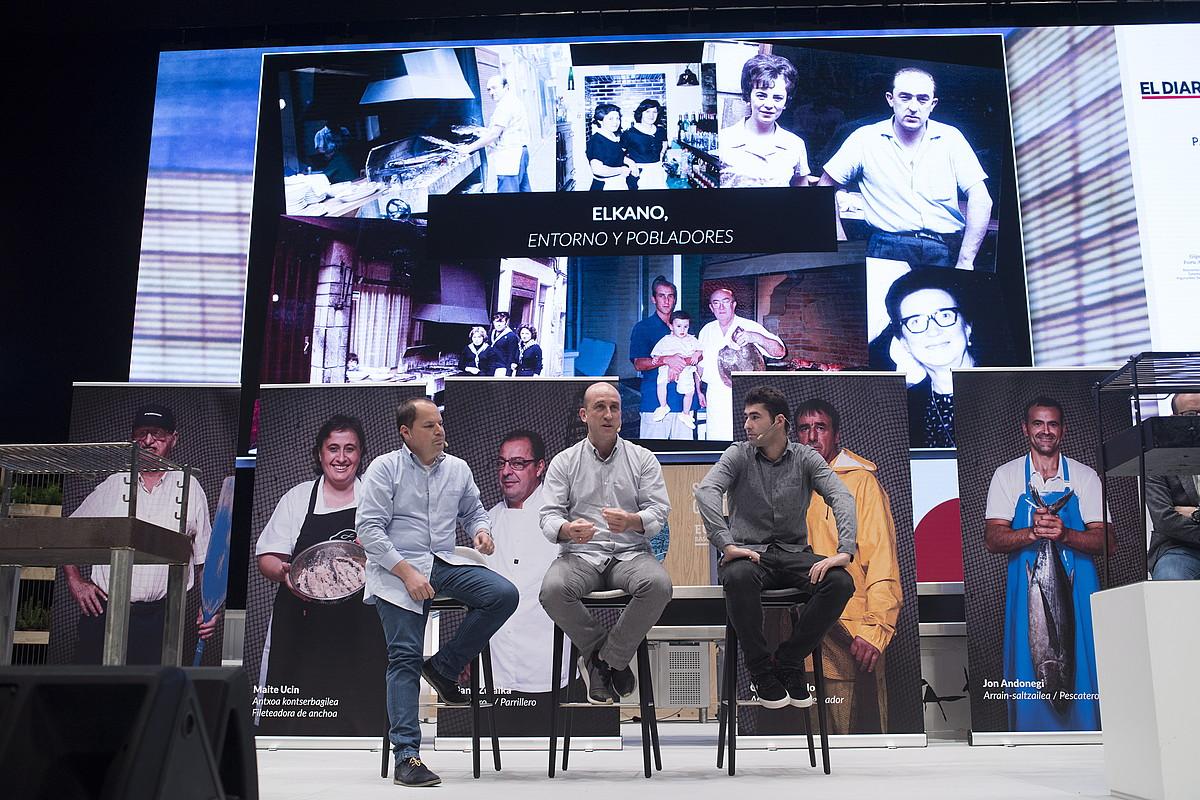 Getariako Itsas Gastronomiaren Elkarteko kideak, parrilaren inguruko hitzaldian, atzo. ©JUAN CARLOS RUIZ / FOKU