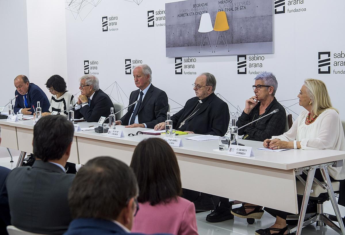 J. A. Rodriguez Ranz, Edurne Portela, Joaquin Gimenez, Juan Maria Atutxa, Juan Maria Uriarte, Maixabel Lasa eta Carmen Torres. ©LUIS JAUREGIALTZO / FOKU