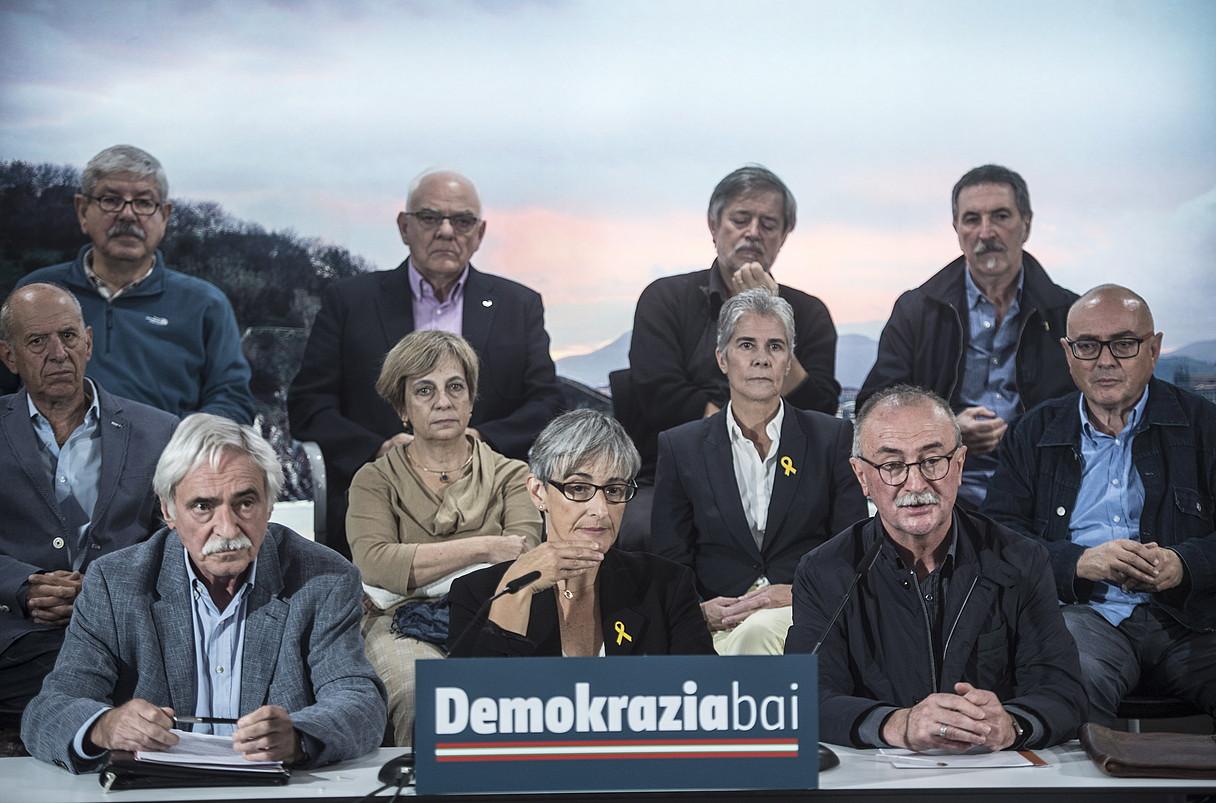 Demokrazia Baiko kideak, atzo, Donostian.