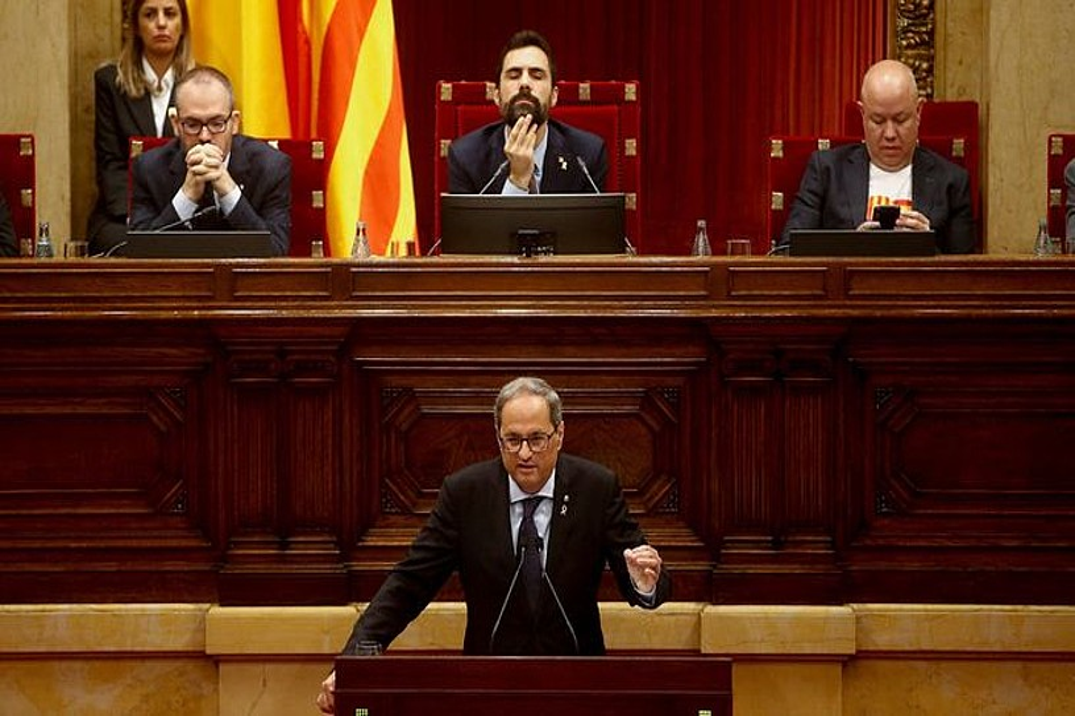Quim Torra Kataluniako presidentea, parlamentuko osoko bilkuran egin zuen agerraldian, atzo.
