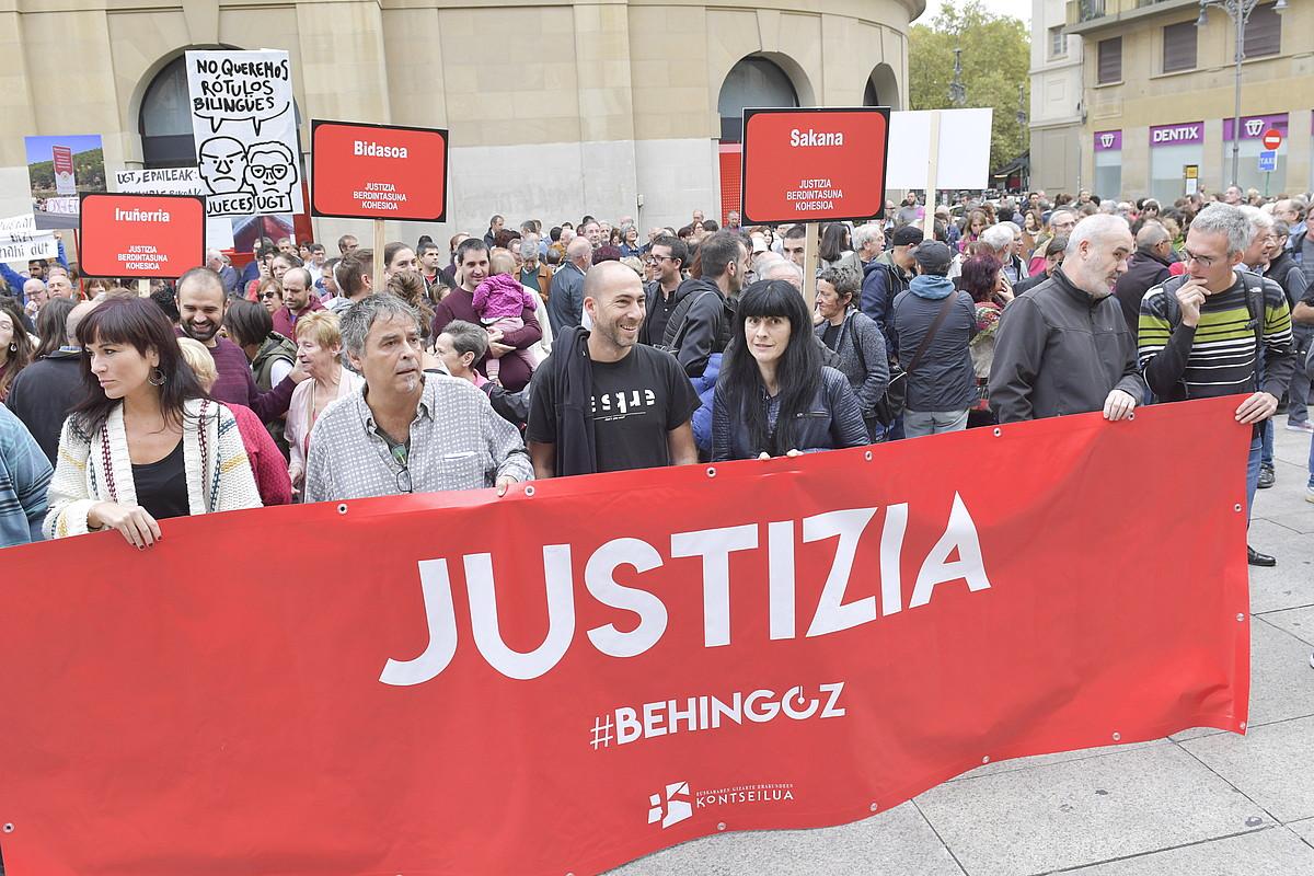 Kontseiluak eta hainbat sindikatuk epaiaren kontra larunbatean eginiko elkarretaratzea.