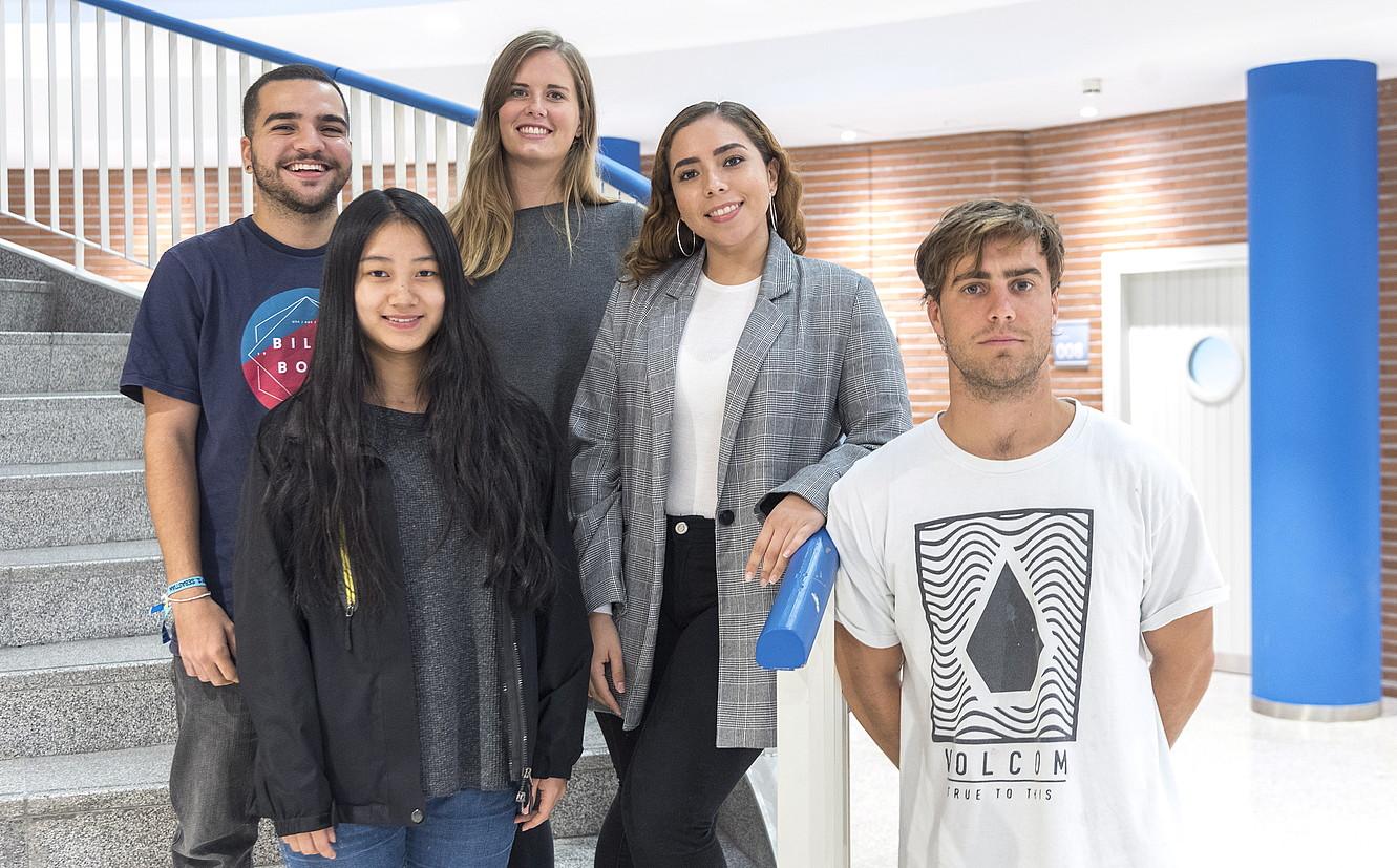Guilherme Lima, Lily Kruse, Mariana Gonzalez, Yan Wang eta Francisco Iraola euskara ikasten hasi dira Deustuko Unibertsitatean.