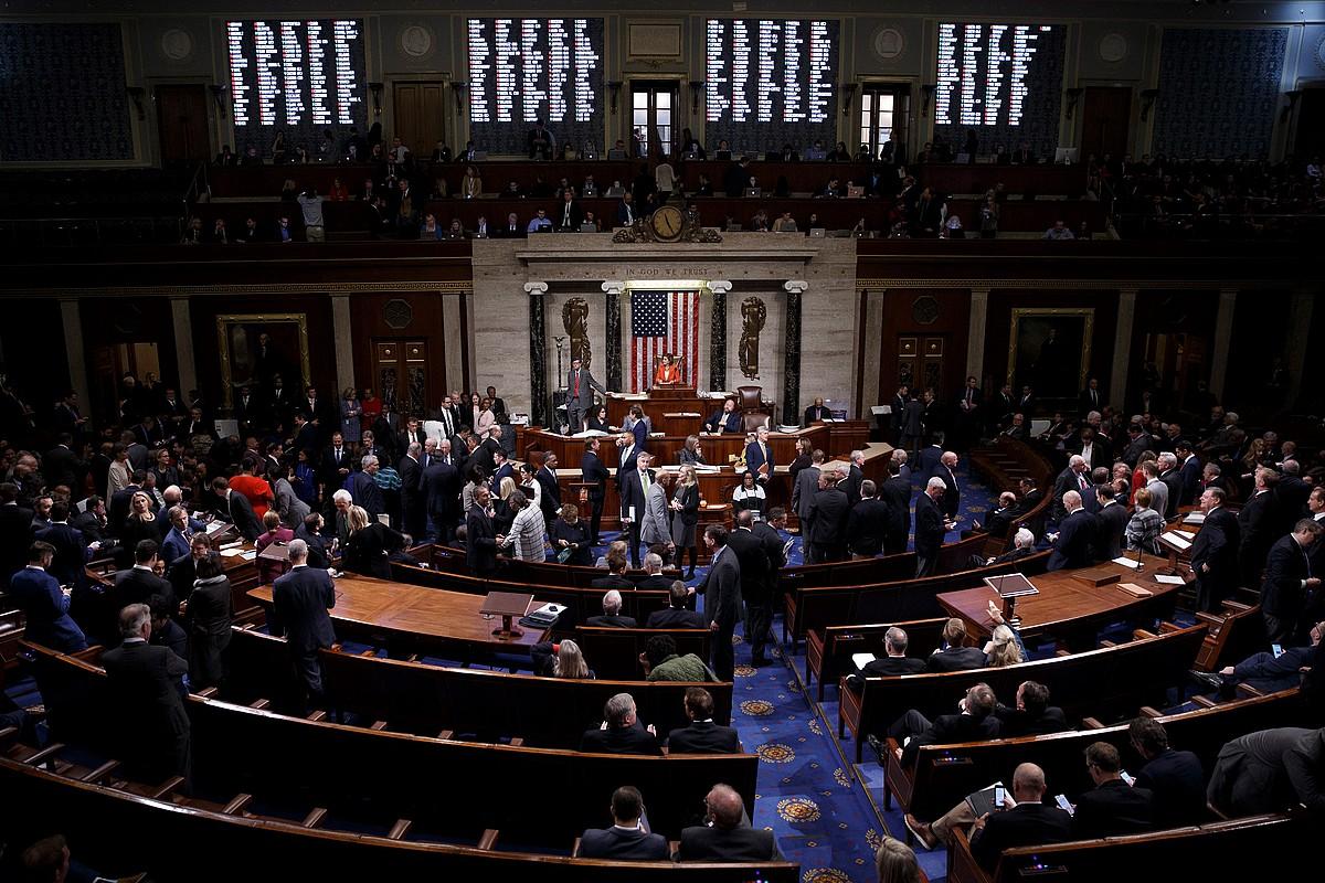 AEBetako Ordezkarien Ganbera, <em>impeachment</em>-aren inguruko ebazpena bozkatu bitartean, atzo, Washingtonen. ©SHAWN THEW / EFE