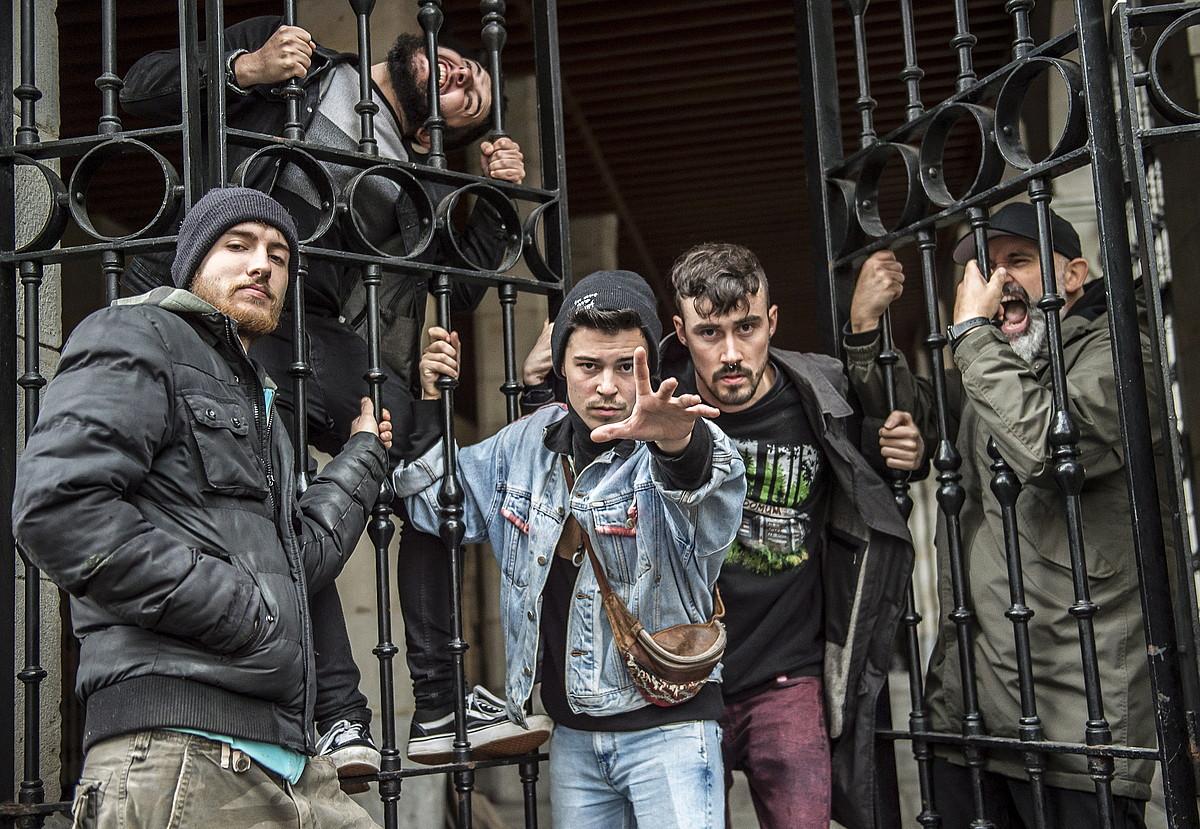 Revolta Permanent taldeko kideak, Bilbon, <em>Lobotomiak</em> diskoa kaleratu eta aurkeztu berritan ateratako argazkian. ©MARISOL RAMIREZ / FOKU
