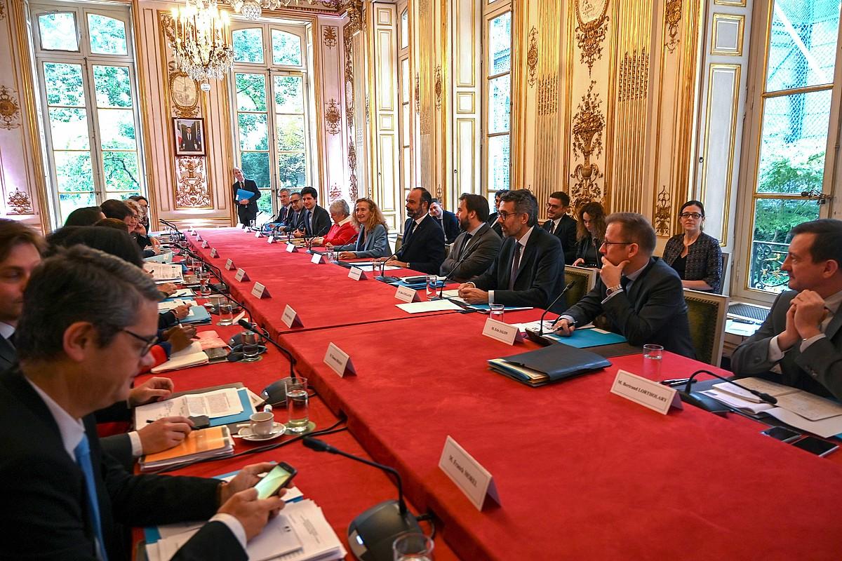 Frantziako Gobernuko ministerioen arteko bilkura, migrazio politikei buruzko neurriak aurkeztekoa, atzo.
