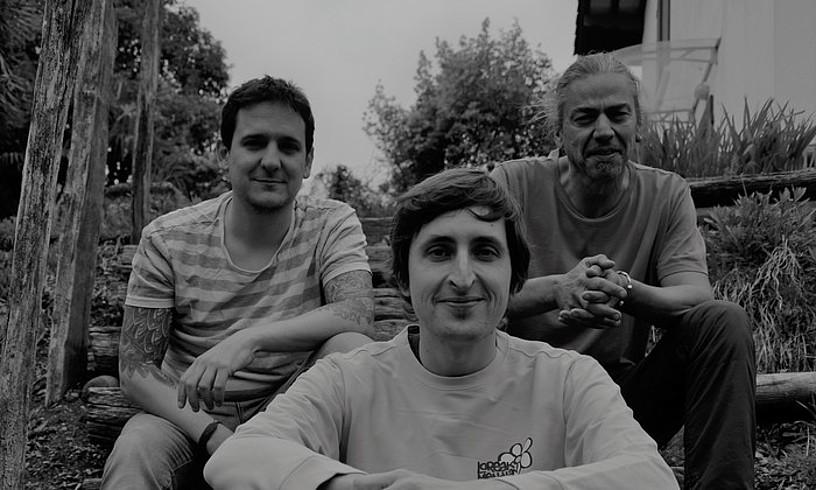 Tristtan Murgirekin batera (erdian), Greg Juvinek eta Cedric Lepinek osatu dute Horeba taldea lan berrian. ©JURGI EKIZA