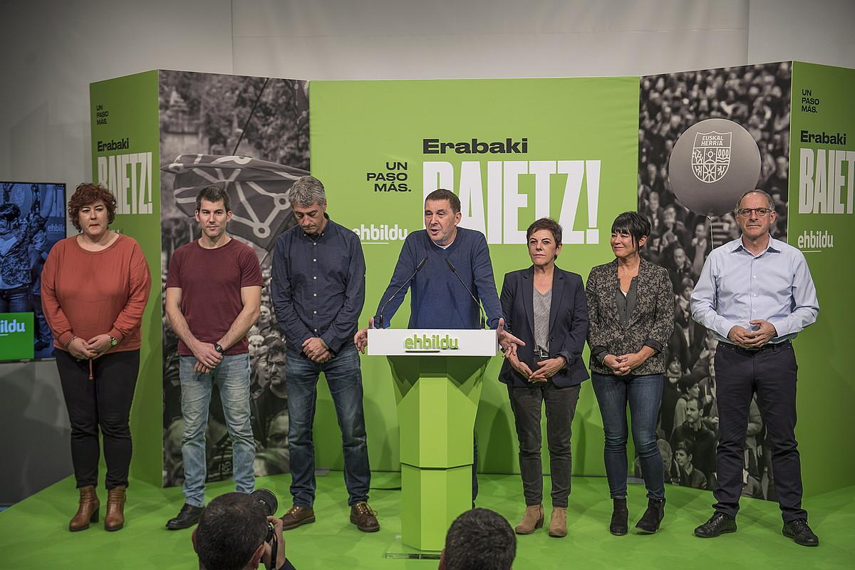 EH Bilduk agerraldia egin zuen atzo Donostian, hauteskundeetako emaitzei buruzko balorazioa egiteko. ©GORKA RUBIO / FOKU