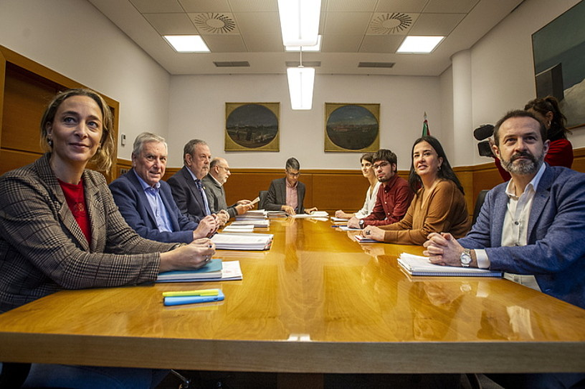 Elkarrekin Podemoseko eta Eusko Jaurlaritzako ordezkariak, Gasteizen. ©JAIZKI FONTANEDA / FOKU