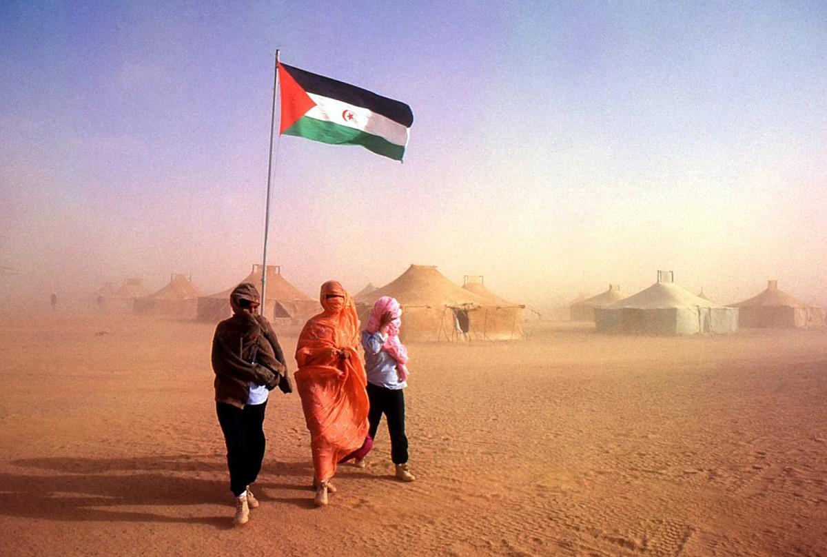 Errefuxiatu sahararrak Tindufen (Aljeria). Marokok Mendebaldeko Sahara okupatu zuenean babestu ziren han, 1975ean. ©JUANTXU RODRIGUEZ