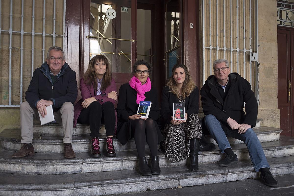 <em>Gerra garaiko ametsak</em> eta <em>Aldibereko</em> liburuen aurkezpena, Donostian, atzo.