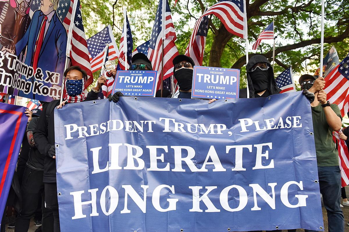 Igandeko protestetako irudi bat, Hong Kongen.