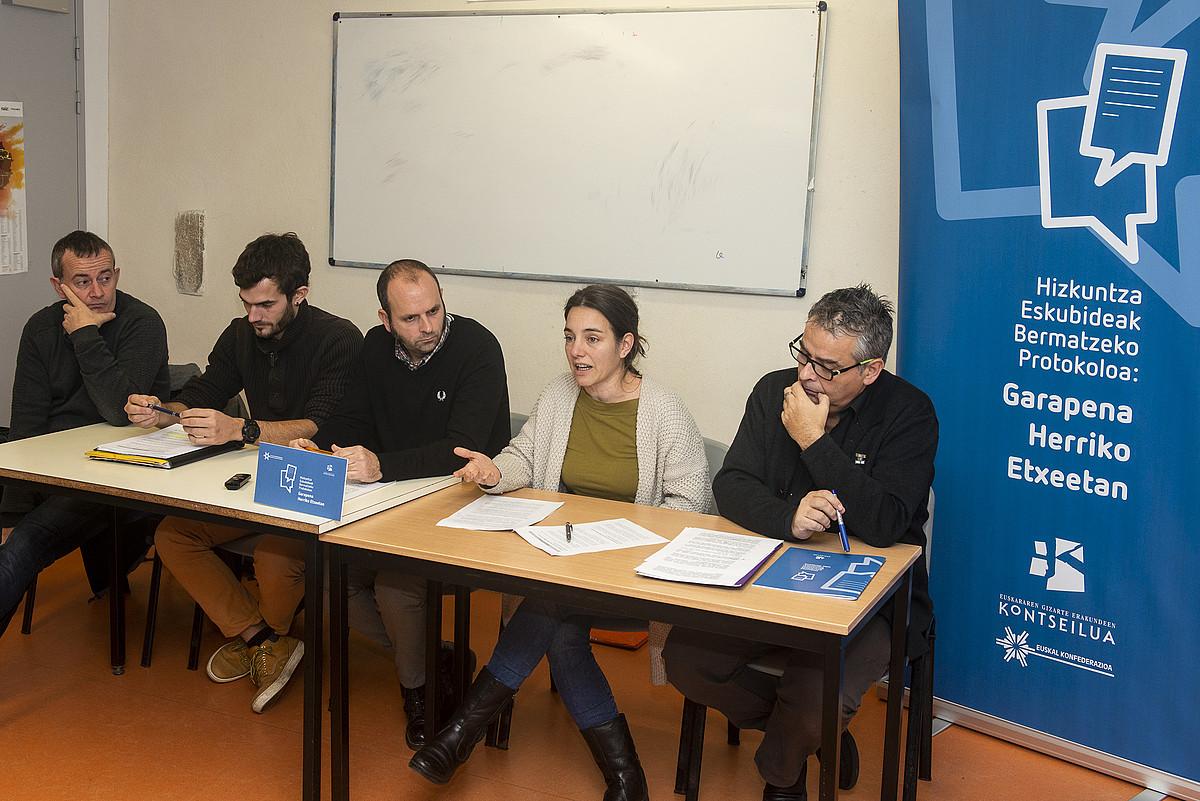 Euskal Konfederazioko eta Kontseiluko ordezkariak, atzo, Baionan. ©GUILLAUME FAUVEAU