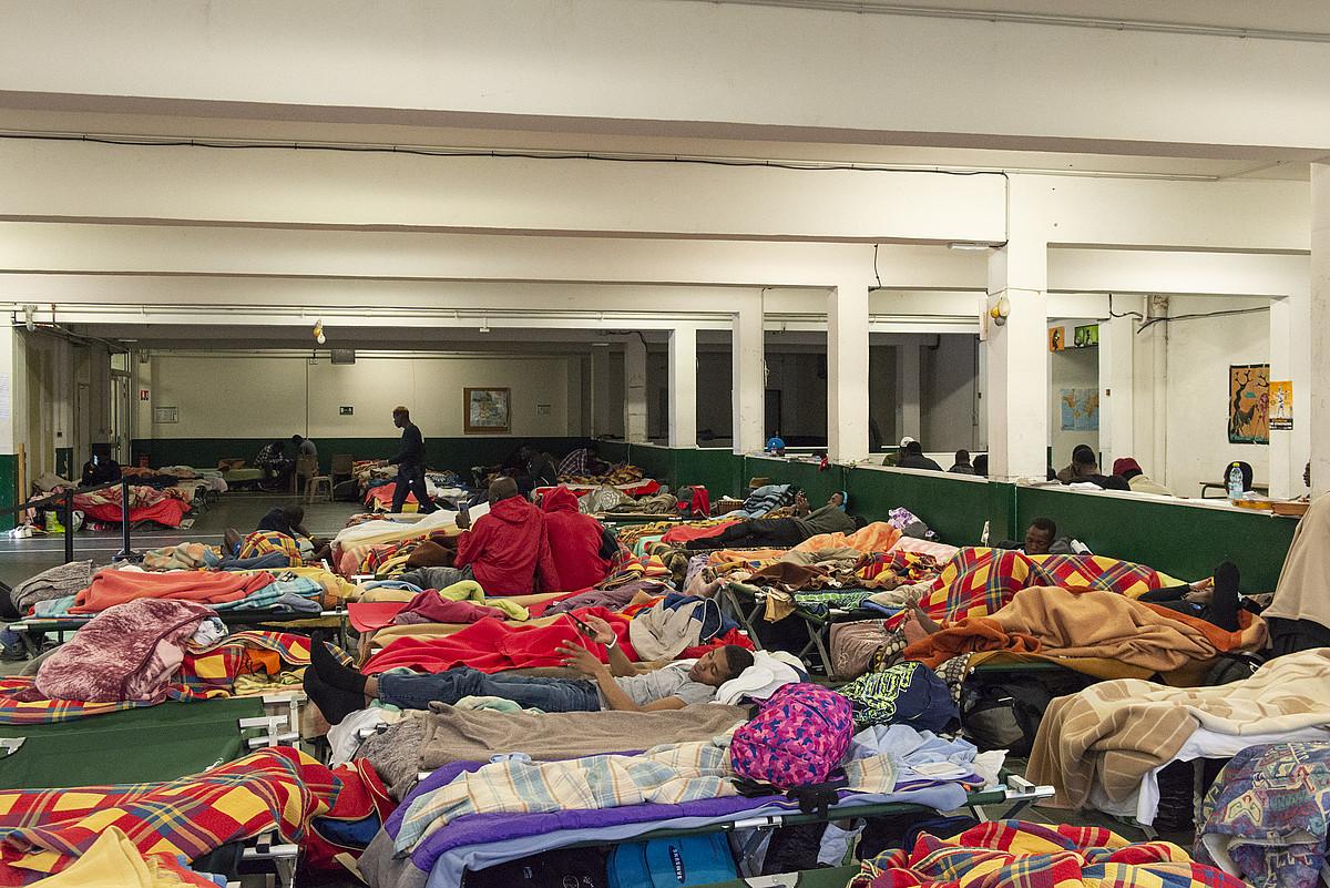 Pausa zentroak 10.000 migratzaile ingururi eman die aterpe. ©GUILLAUME FAUVEAU