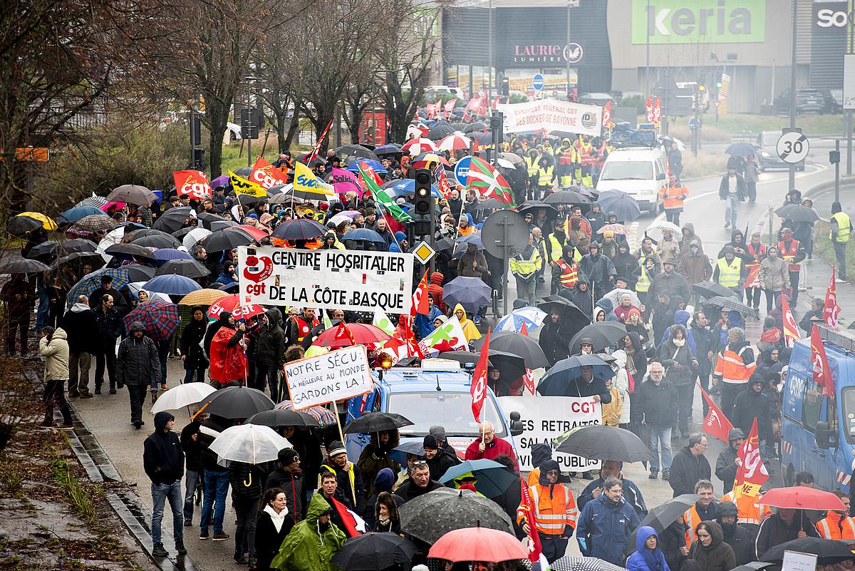 Manifestazio jendetsua egin zuten, atzo, Angelun, pentsioen erreformaren kontrako hirugarren mobilizazio egunean. ©GUILLAUME FAUVEAU
