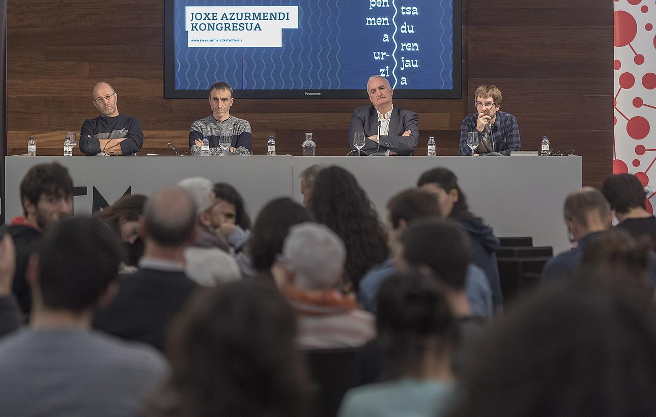 Ezker-eskuin, Eduardo Apodaka, Egoitz Urrutikoetxea eta Xabier Barandiaran, atzo, Donostian. ©ANDONI CANELLADA/ FOKU