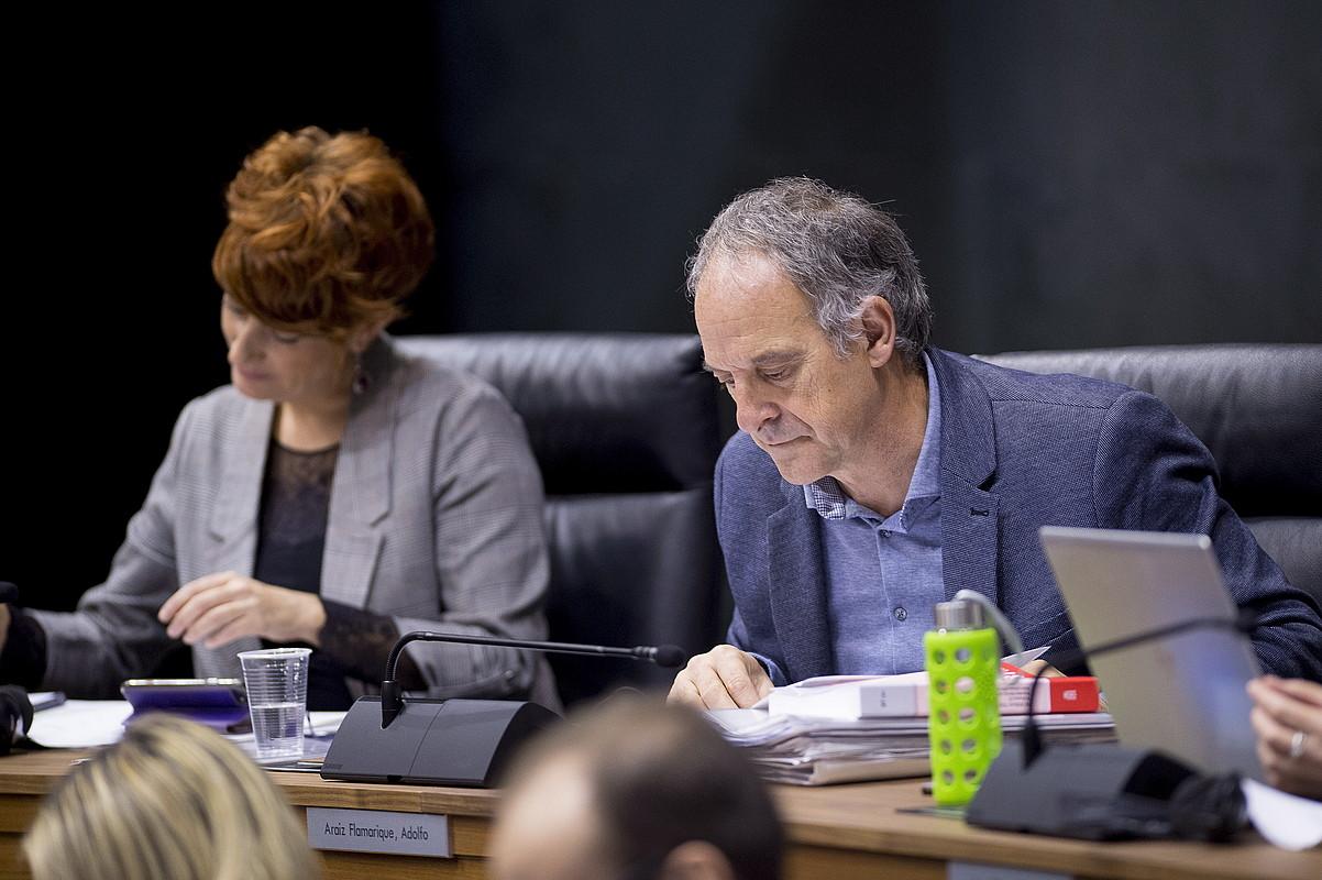 EH BIlduko Bakartxo Ruiz eta Adolfo Araiz, atzo, Nafarroako Parlamentuan. ©IÑIGO URIZ / FOKU