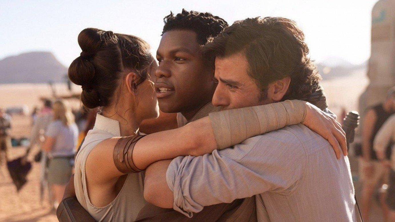 Daisy Ridley, John Boyega eta Oscar Isaac aktoreak filmeko eszena batean. ©BERRIA