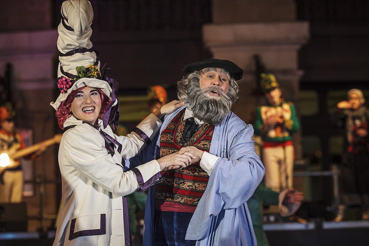 <b>Filmetan bezala. </b>Toki batzuetan, Olentzero eta Mari Domingiren irudikapenak badu Disney kutsua. Irudian, Bilbo. ©ARITZ LOIOLA / @FOKU
