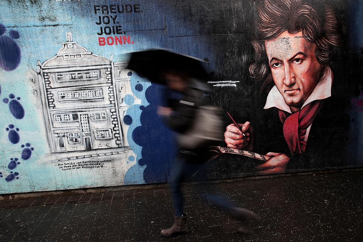 Alemaniako Bonn hirian Beethovenen urtemugaren harira egindako horma irudi bat. ©FRIEDEMANN VOGEL / EFE