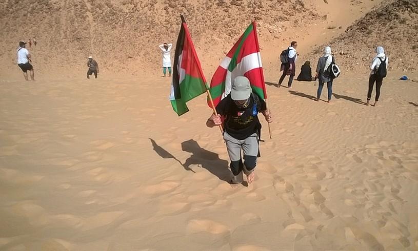 <b>Elkartasuna. </b>Hainbat euskal herritarrek Saharako elkartasun maratoian parte hartzen dute. ©JOXE IRIARTE 'BIKILA'