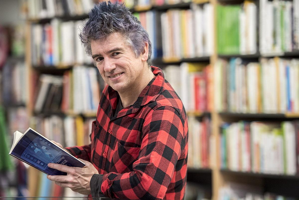 Asel Luzarraga 2018an, <em>Bioklik</em> liburua aurkeztu zuenean. ©GORKA RUBIO / FOKU
