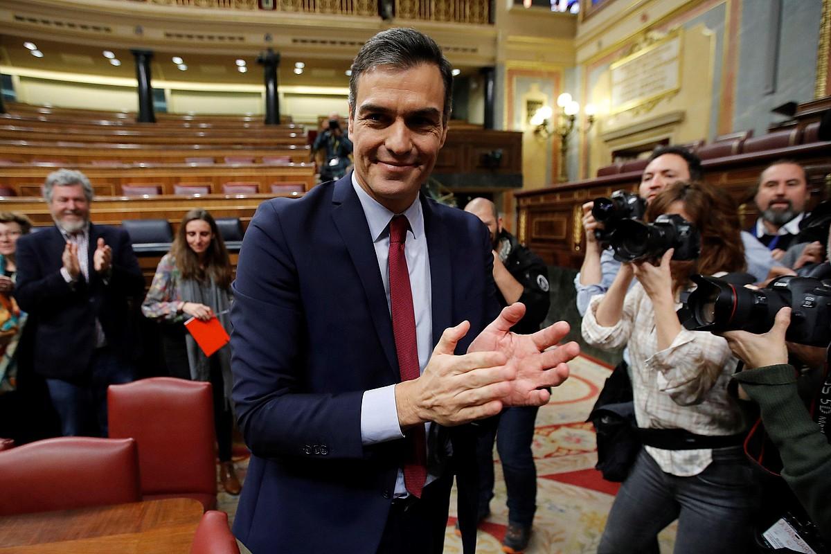 PSOEko Pedro Sanchez, atzo, Espainiako Diputatuen Kongresuan, herrialdeko presidente aukeratu ostean. UPrekin koalizio gobernu bat osatuko du. ©JUAN CARLOS HIDALGO / EFE