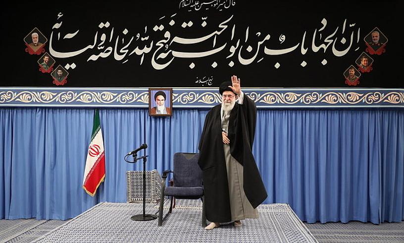 Ali Khamenei Irango aiatola Teheranen, atzo, AEBen aurkako erasoaren balorazioa egin aurretik. ©IRANGO BURUZAGIAREN BULEGOA / EFE