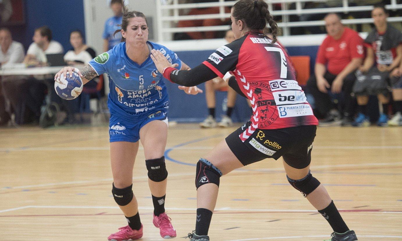 Bera Berako Manuela Pizzo eta Zuazoko Ainhoa Hernandez lehian. ©G. RUBIO / FOKU