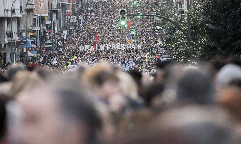 Milaka lagun atzo, Bilbon, Sare plataformak deitutako manifestazioan. / GORKA RUBIO / FOKU