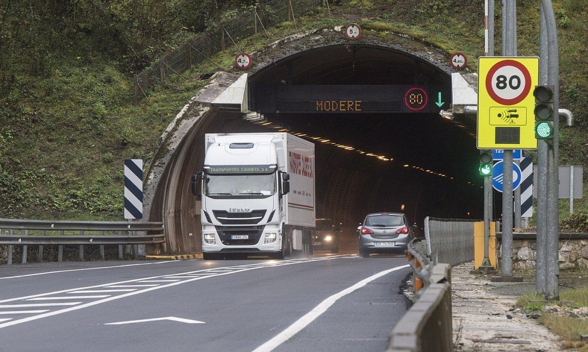 Belateko tunelak, N-121-A errepidean. ©JON URBE / FOKU