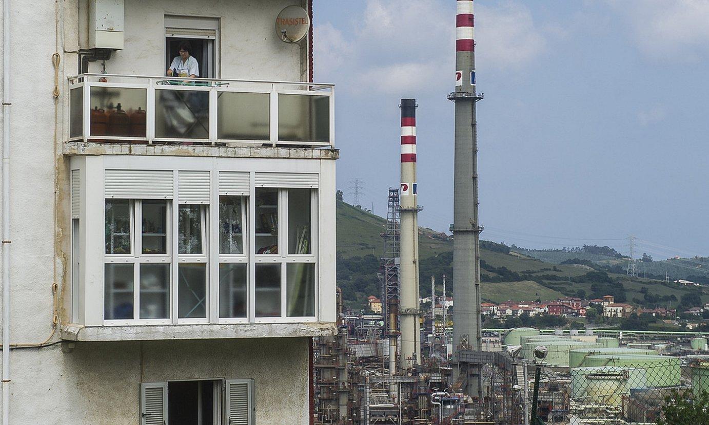 Petronor findegia, Abantotik ikusita. ©LUIS JAUREGIALTZO / FOKU