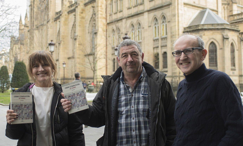 Itziar Diez de Ultzurrun, Jon Alonso eta Xabier Mendiguren, liburuaren aurkezpenean, Donostian. ©JUAN CARLOS RUIZ / FOKU