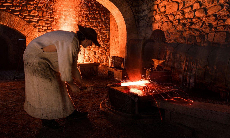 Mirandaolan bertatik bertara ikus daiteke iraganean burdinoletan nola lantzen zuten burdina. ©GORKA GOMEZ