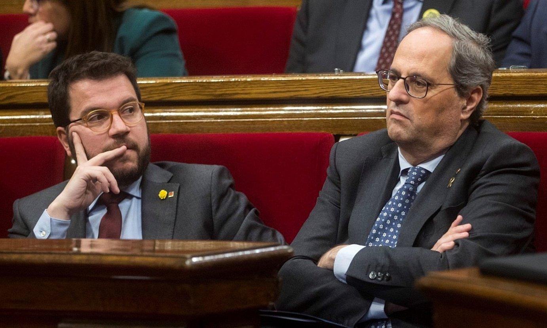 Pere Aragones Kataluniako presidenteordea eta Quim Torrako presidentea parlamentuan, atzoko osoko bilkuran. ©QUIQUE GARCIA / EFE