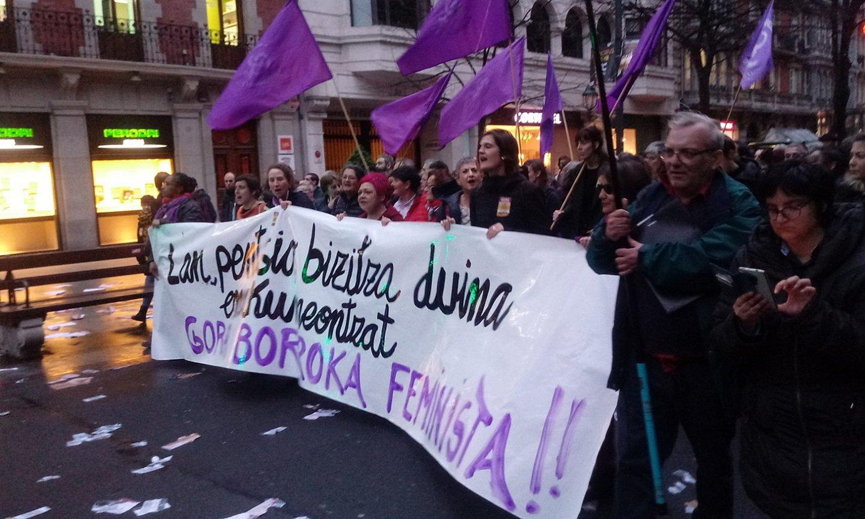Bilbon, feministek bloke bat osatu zuten atzo arratsaldeko manifestazioan. ©BERRIA