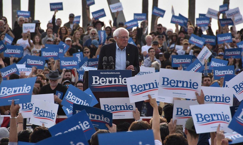 Bernie Sanders senatari demokrata iragan abenduan, Kaliforniako Venicen, kanpainako ekitaldi batean. ©IVAN MEJIA / EFE
