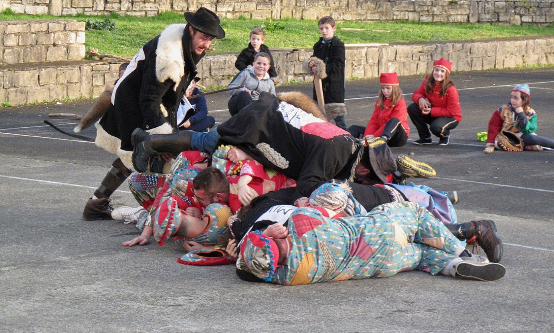 Joan den igandean egin zuten maskaraden azken mustra, Altzürükün bertan.