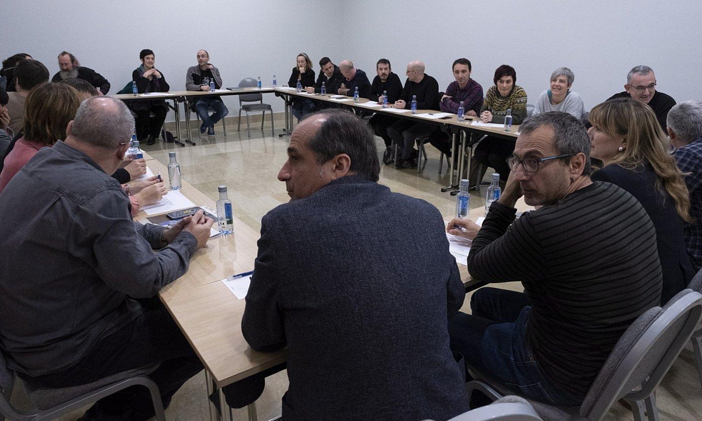 Etxerat elkartearen ekimenez, Donostiako hotel batean batzartu ziren eragile politiko, sindikal eta sozial ugari. / JON URBE / FOKU