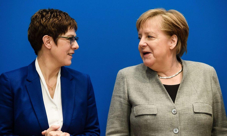 Annegret Kramp-Karrenbauer CDUko burua eta Angela Merkel kantzilerra. ©CLEMENS BILAN / EFE