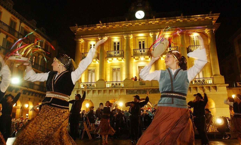 Ijito mozorroarekin dantzan, Donostian. ©JON URBE / FOKU