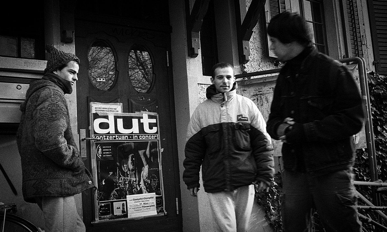Xabi Strubell, Galder Izagirre eta Joseba Ponce Aarauko kontzertu aretoan, Suitzan, 1996ko martxoan. ©GARI GARAIALDE / BOSTOK PHOTO