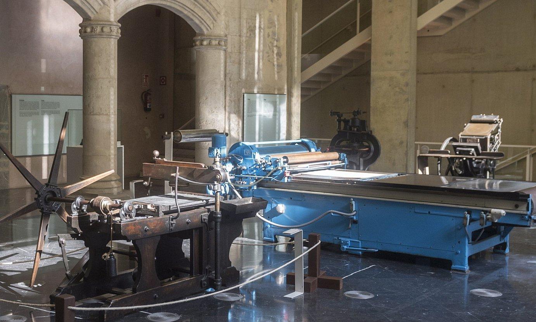 <b>Makineria. </b>Fournier Karta Museoan ikusgai dago kartak egiteko erabiltzen zuten makinaria zaharra. ©JUANAN RUIZ / @FOKU