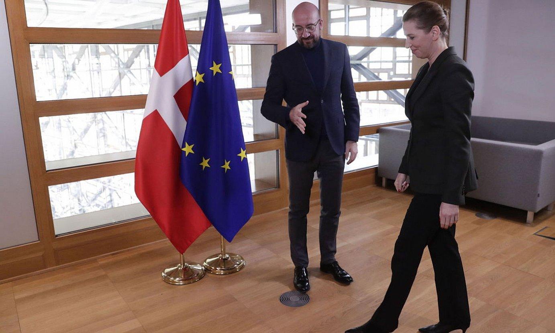 Charles Michel Europar Kontseiluko presidentea eta Mette Frederiksen Danimarkako lehen ministroa, Bruselan. ©OLIVIER HOSLET / EFE