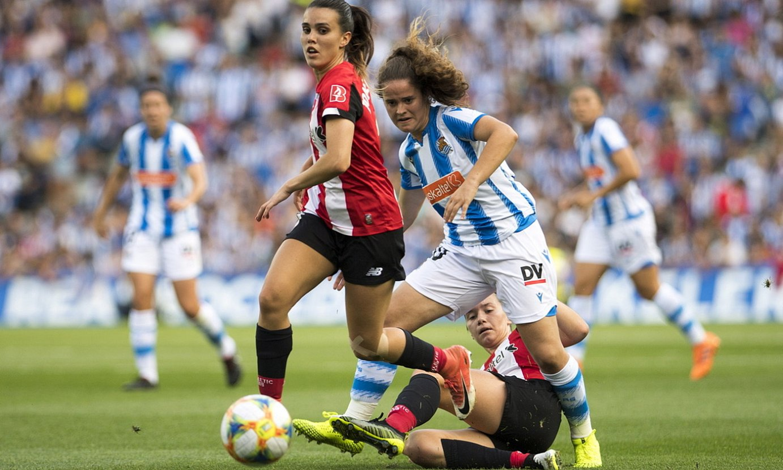 Jone Palacios eta Nerea Eizagirre, Anoetan lehian, lehen itzuliko partidan. Athleticek 0-2 irabazi zion Realari. ©JUAN CARLOS RUIZ / FOKU