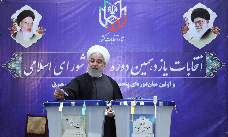 Hassan Rohani Irango presidentea, joan den ostiraleko hauteskundeetan bozkatzen, Teheranen. ©IRANGO PRESIDENTETZA / EFE