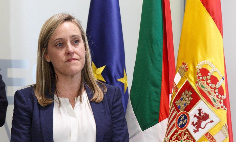 Amaia Fernandez, Alonsok dimisioaren berri emateko agerraldian. ©D, AGUILAR / EFE