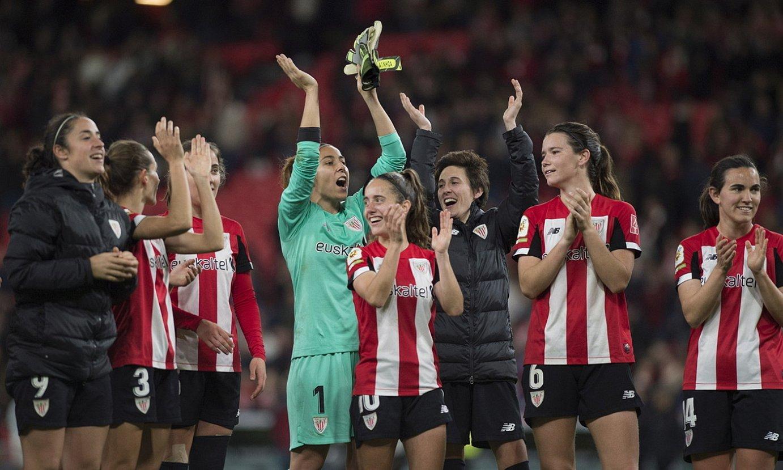 Athleticeko jokalariak, atzo, Espainiako Kopako finalerdietarako sailkatu direla ospatzen. ©MARISOL RAMIREZ / FOKU