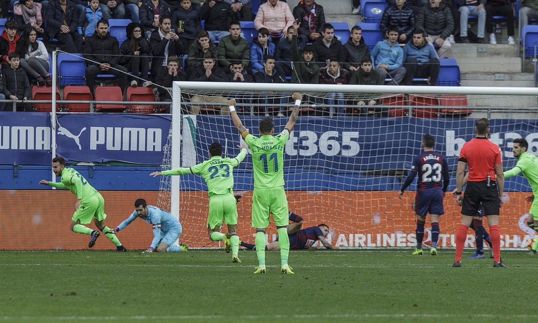 <b>Borja Mayoral, Levantek Ipuruan sartu zuen gola ospatzen, 2018ko abenduan, 4-4 bukatu zen partidan.</b> ©ARITZ LOIOLA / FOKU