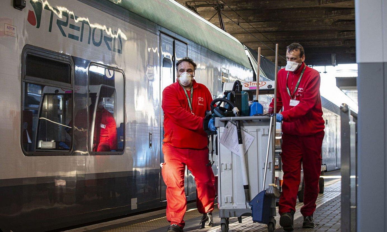 Beharginak Milango tren geltokian, birusaren aurkako neurriak hartuta. ©MARCO OTTICO / EFE
